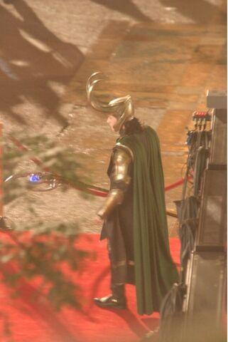 File:Loki-Avengers-Set-loki-thor-2011-24885947-540-807.jpg
