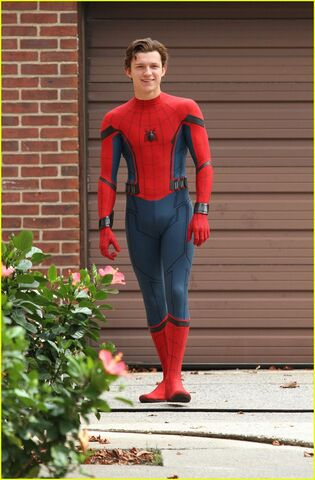 File:Tom-holland-challenges-christ-pratt-to-a-dance-off-08.jpg