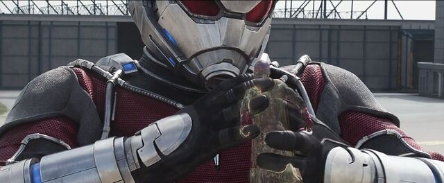 File:Vision Giant-Man 3 Captain America Civil War.JPG