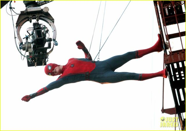 File:Tom-holland-performs-his-own-spider-man-stunts-on-nyc-fire-escape-15.jpg