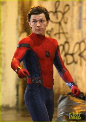 File:Tom-holland-spiderman-queens-hello-kitty-09.jpg