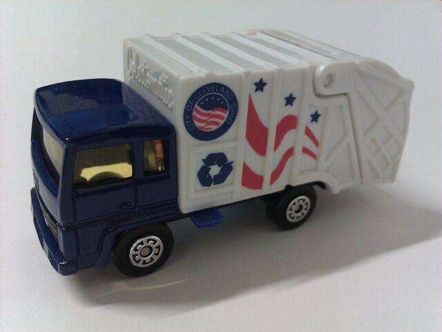 File:Cleveland Trash Truck.jpg
