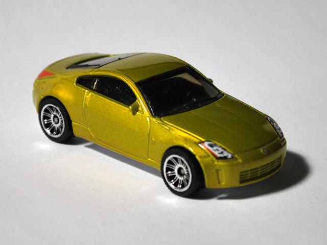 File:03-Z-Yellow-Green.jpg