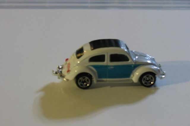 File:62 VW BEETLE LIGHT BLUE WHITE.jpg