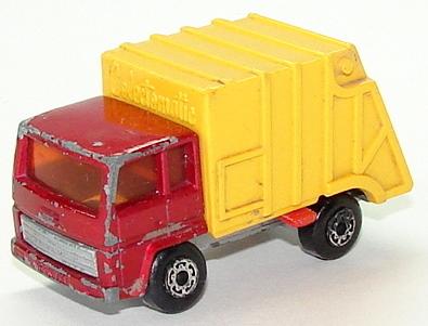 File:7936 Refuse Truck.JPG