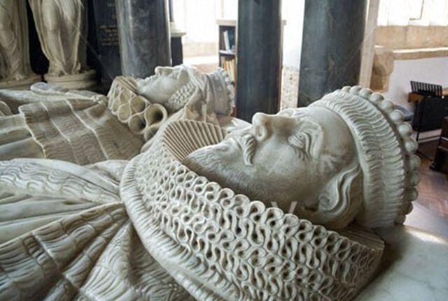 File:St James Church;Tomb of Sir Baptist Hicks, Lord Campden and his wife.jpg