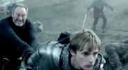 Ruadan hits arthur with mace