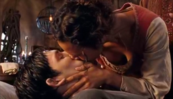 Merlin Gwen kiss
