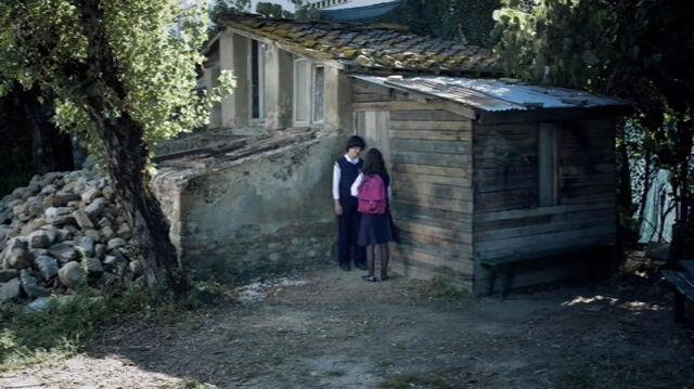 File:Vincent's Wooden House.jpg