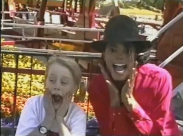 File:Michael Jackson and Macaulay Culkin.png
