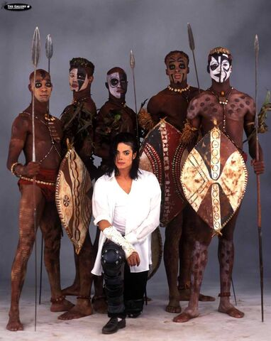 File:435302-michael-jackson-michael-jackson-with-cast-of-black-or-white.jpg