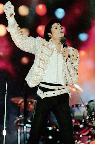 File:Michael Jackson's Wearing Glove.png