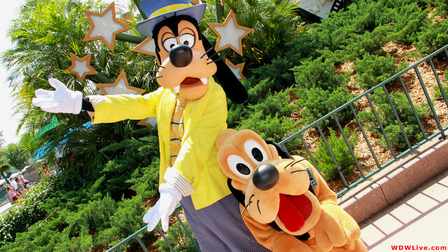 File:Goofy-and-pluto-in-hollywood-1-9-2.jpg