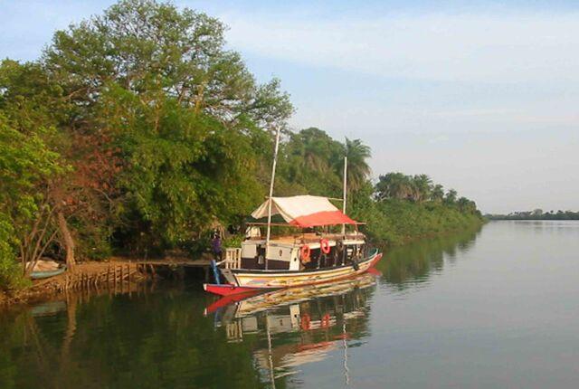 File:River-Boat 1.jpg