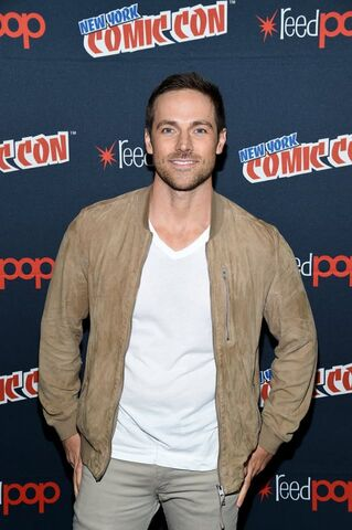 File:Midnight, Texas at New York Comic Con Dylan Bruce.jpg