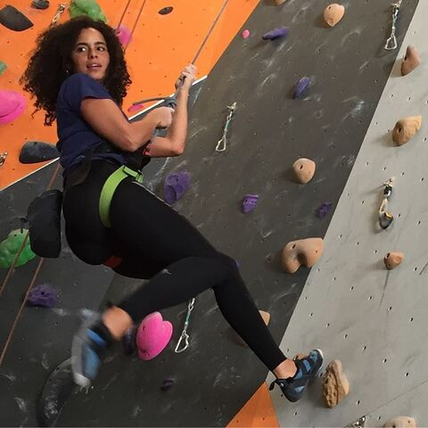 File:Parisa Rock Climbing 2.jpg