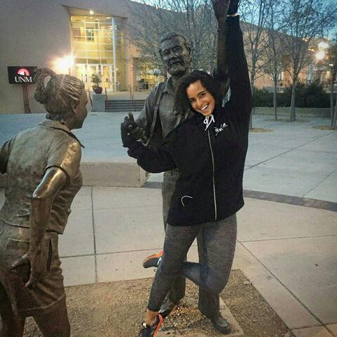 File:Parisa Fitz-Henley with statue.jpg