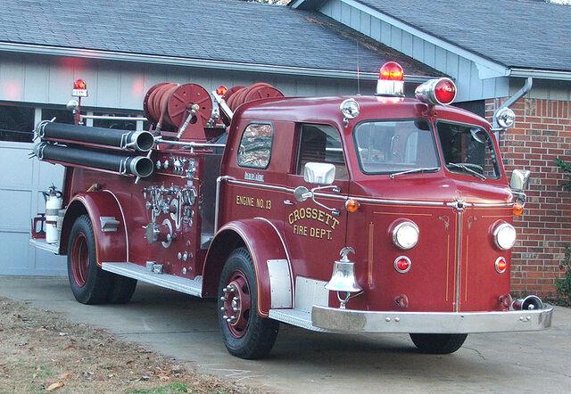 File:800px-Crossett Engine 13 - 1954 American LaFrance Type 700 Fire Engine.jpg