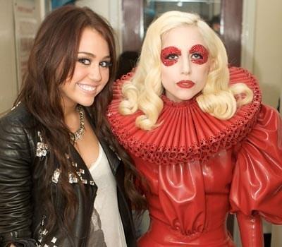 File:Lagy-Gaga-fashion-stefani-joanne-angelina-germanotta-18013394-400-350.jpg