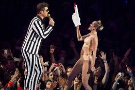 Miley-Cyrus-Killed-Hannah-Montana-on-the-VMAs
