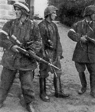 512px-AKcarcano-soldiers Parasol Regiment Warsaw Uprising 1944