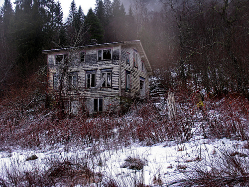 File:Creepy house.jpg