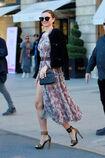 57f5369e60595 Photos-Miranda-Kerr-s-offre-un-shooting-pour-Vuitton-sur-la-plus-luxueuse-place-de-Paris portrait w674(5).jpg.932d637932443bf0350ba6bb4d7f257a