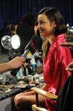 Miranda-Kerr-Backstage-At-2011-Victorias-Secret-Fashion-Show-06