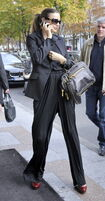 85745 Tikipeter Miranda Kerr is seen arriving at her hotel 010 122 124lo