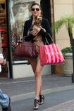 28099 celebrity-paradise com-The Elder-Miranda Kerr 2010-02-01 - shopping at Victoria Secrets 7175 122 527lo