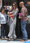 10696 Preppie Miranda Kerr out with baby Flynn at the nail salon 6 122 639lo