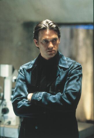 File:Dougray-scott-in-mission -impossible-ii-(2000)-large-picture.jpg
