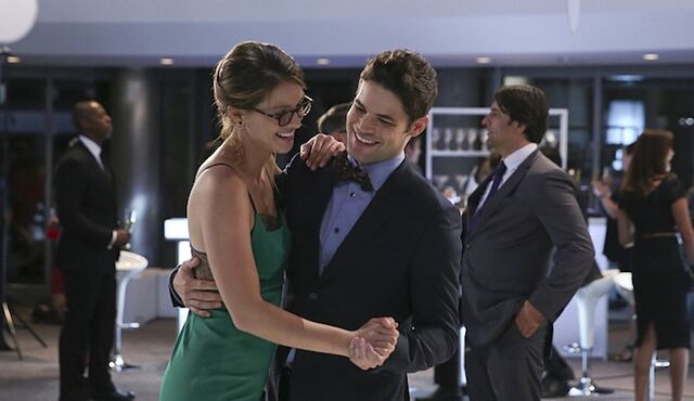 File:Kara Danvers and Winn Schott.jpg
