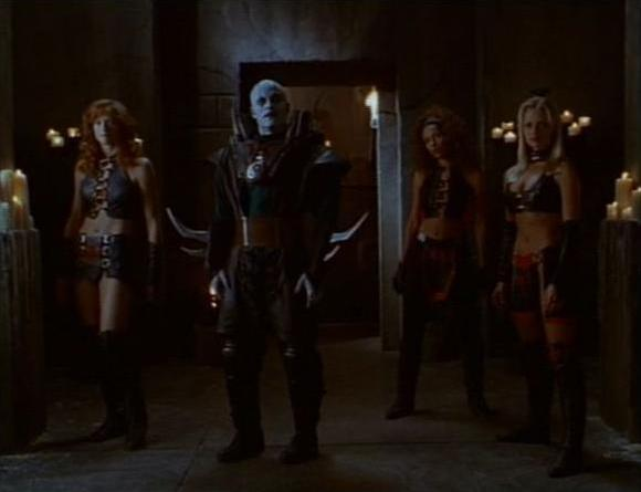 File:Quan Chi with Siann, Mika & Sora.jpg