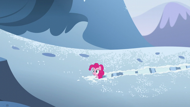File:Pinkie hears a roar S5E11.png