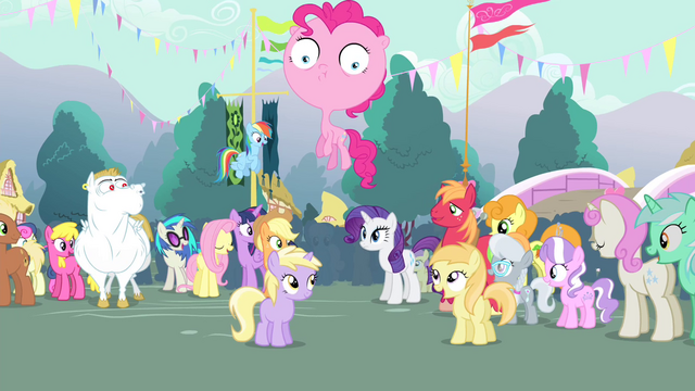 File:Townsponies congratulating Rarity S4E13.png