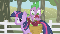 Spike looking at an apple with a worm S01E03