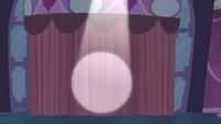 Spotlight points to the curtain S4E13