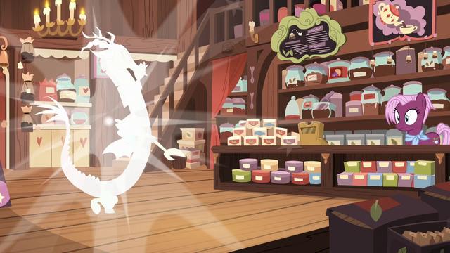 File:Discord pops into the tea store S7E12.png