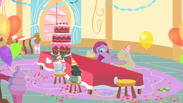 File:Pinkie Pie with derpy eyes S1E25.png