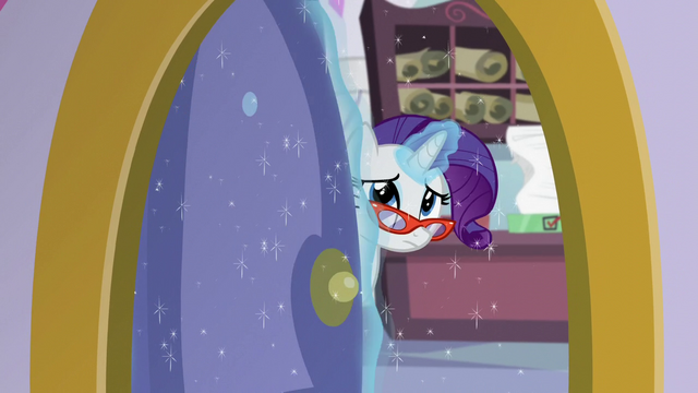 File:Rarity closing the sewing room door S5E14.png