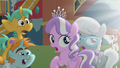 School foals looking at glowing CMC S5E18.png