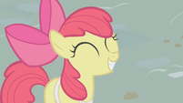 Apple Bloom eager to sell apples S1E12