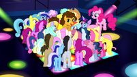 Ponies surrounding Cheese S4E12