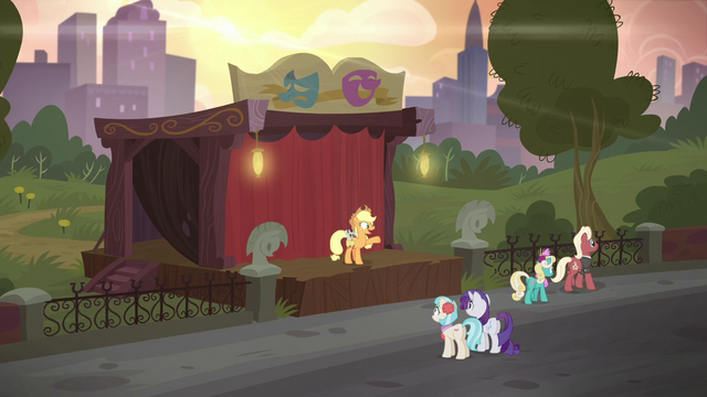 File:Applejack builds a smaller stage S5E16.png