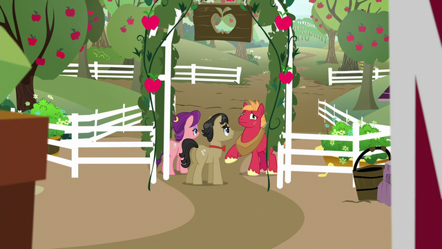 File:Big Mac continues to distract Filthy and Spoiled S6E23.png