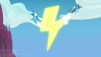 Rainbow and Fleetfoot add wings to lightning bolt S7E7