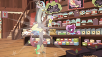 Discord poofs back into the tea store S7E12