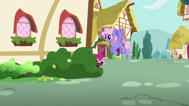 File:Pinkie Pie hiding behind the house S5E19.png