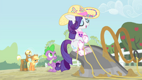 Rarity 'I am simply lending a hoof with the chores' S4E13
